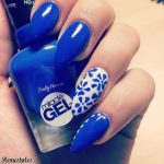 20 Blue and white floral nail 2017