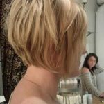 Back of Straight & Wavy Bob Haircut for Girls 2016